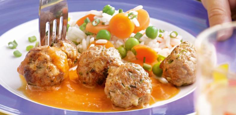 Тефтели с рисом в томатно-сметанном соусе - 8 пошаговых ...