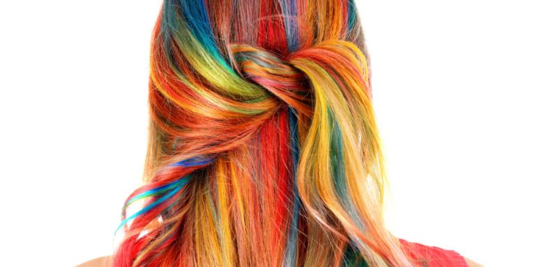 Как смыть краску с волос в домашних условиях и не повредить их структуру?